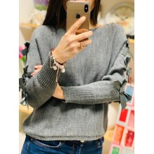 Pulover tricotat cu fundițe aplicate pe mâneci gri închis