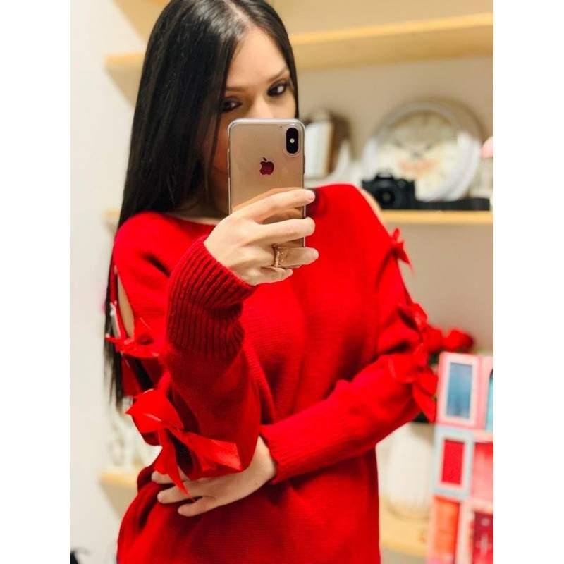 Pulover tricotat cu fundițe aplicate pe mâneci rosu